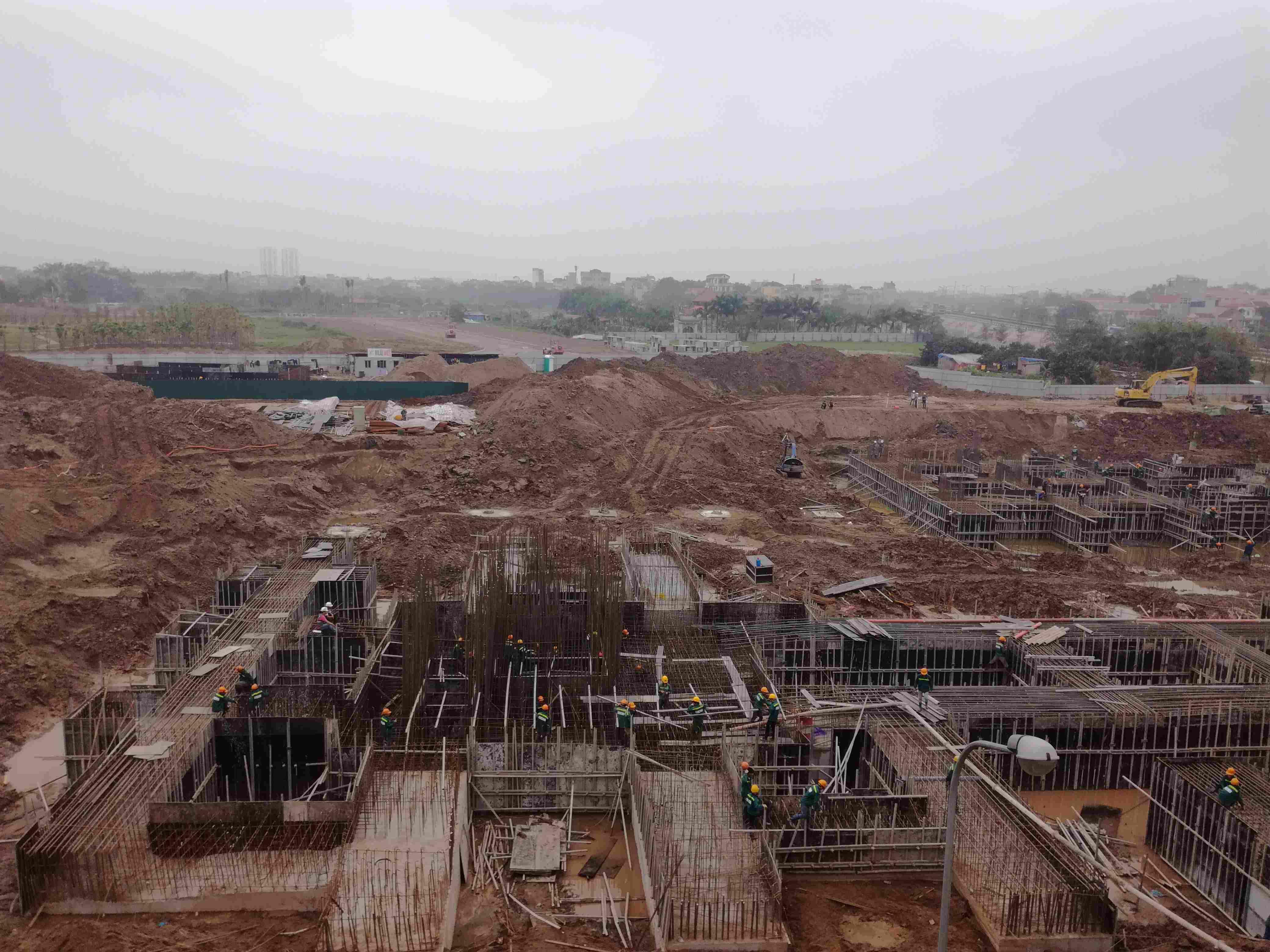 Không khí hăng say xây dựng của công nhân
